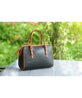 MAYA Duffle bag - In Natural Milled Leather - Black